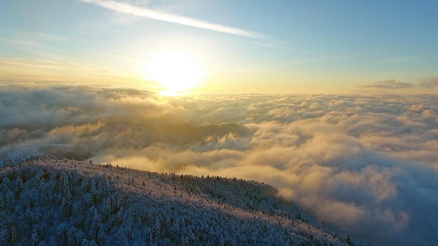 Varázslatos a naplemente a Belényesi-medence fölött, a Pádis-fennsíkról nézve.