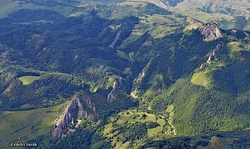 sziklák-hegyek-völgyek