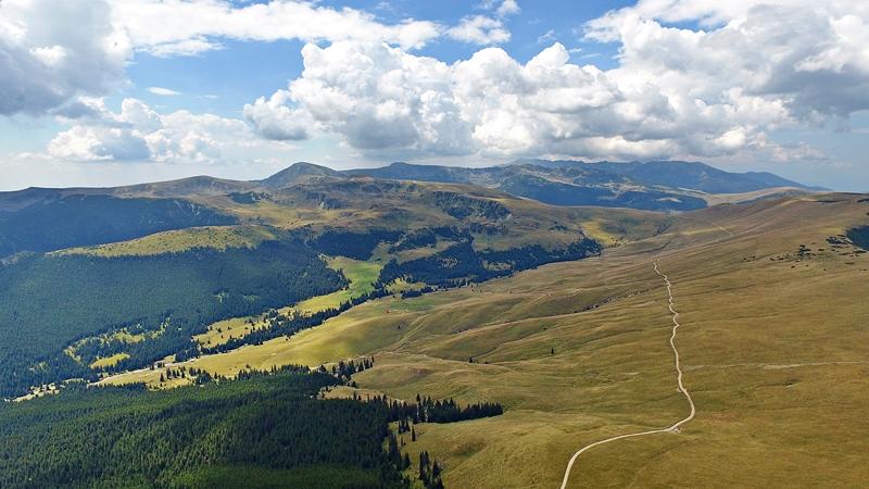 A Páring hegység a messzeségben