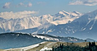 A Szebeni-havasokból tiszta időben objektívvel tökéletesen látszanak a Fogarasi-havasok