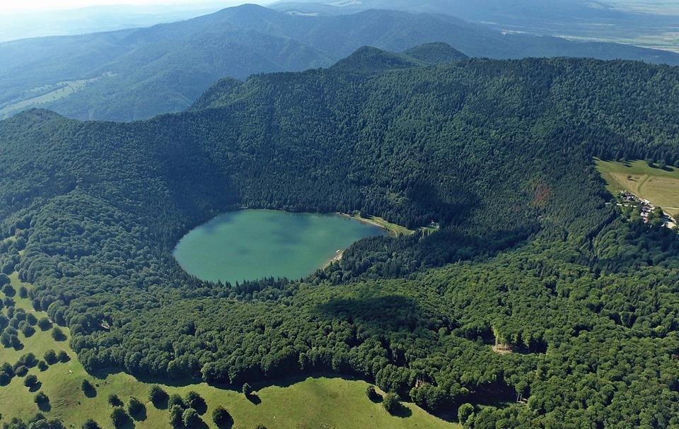 A Csomád-hegység, Szent-Anna tó